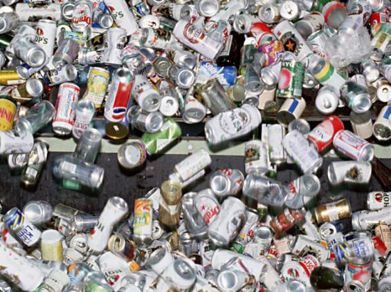 大量の空き缶(ゴミ)